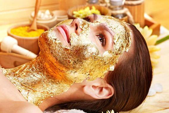 Hidratação com máscara de ouro